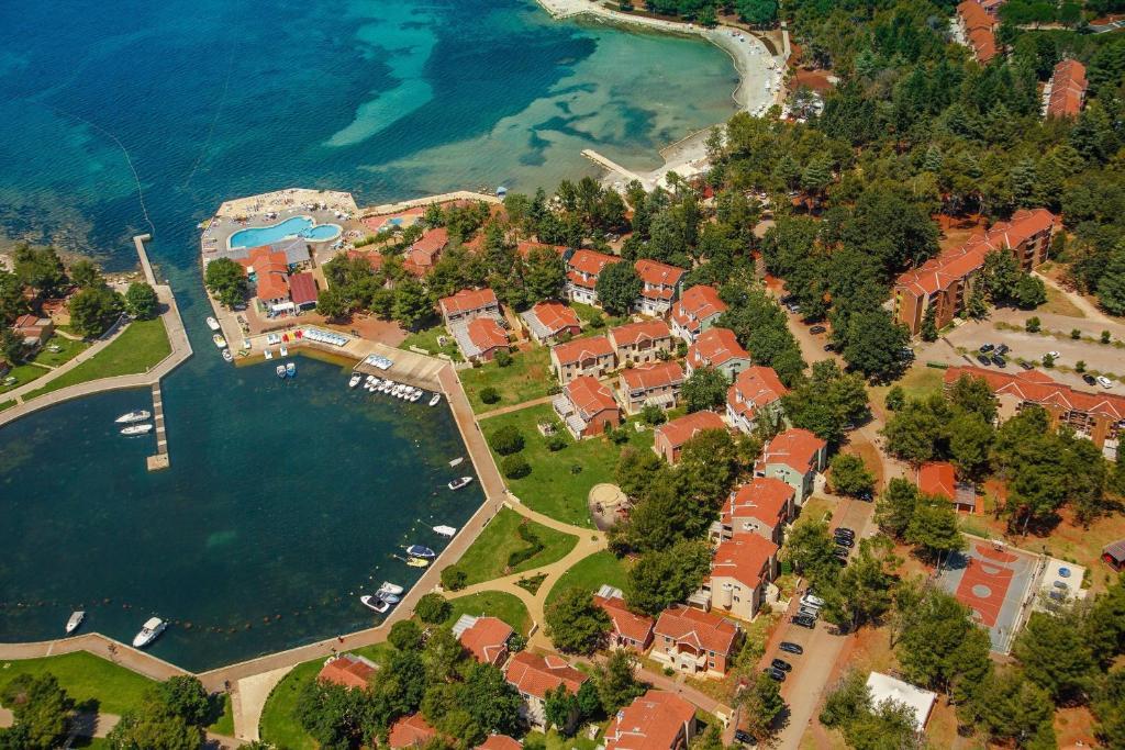 Ptičja perspektiva nastanitve Apartments Sol Amfora for Plava Laguna