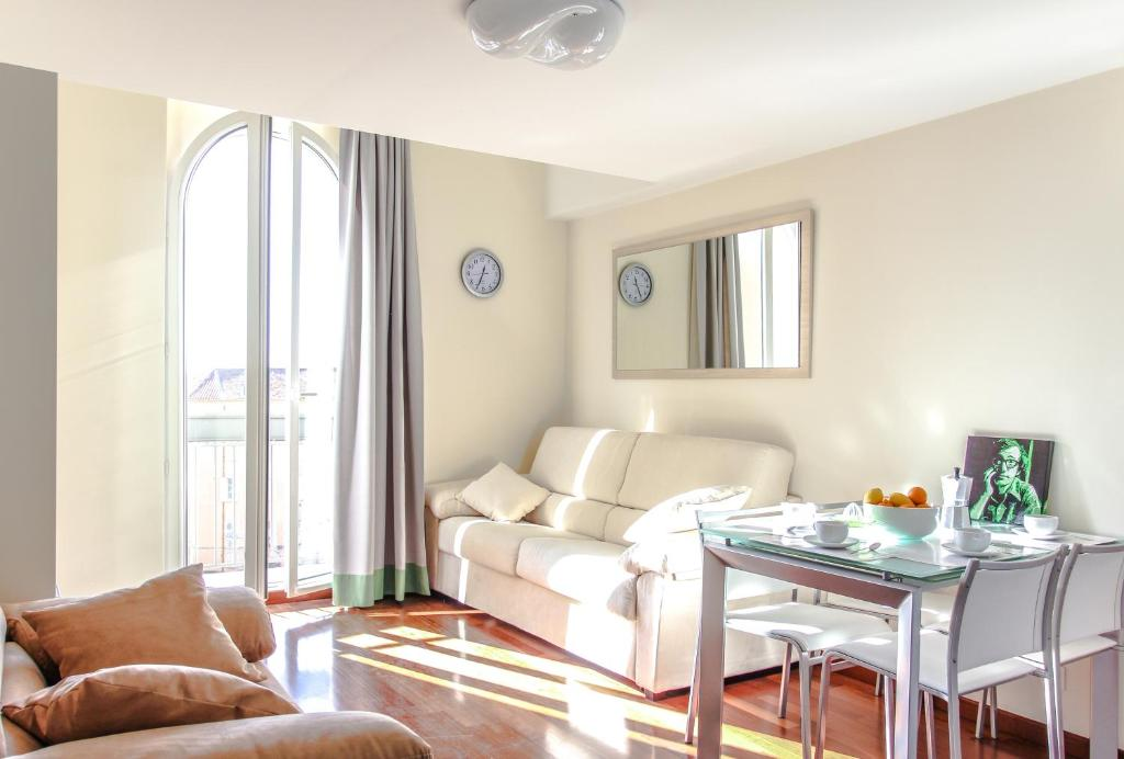 A seating area at Appartements Villa Les Palmes
