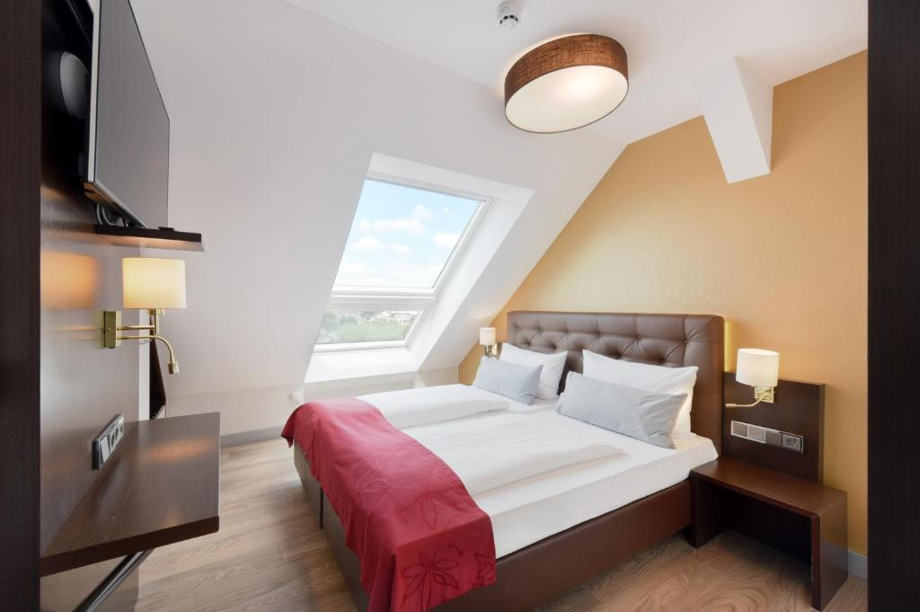 A bed or beds in a room at City Aparthotel München