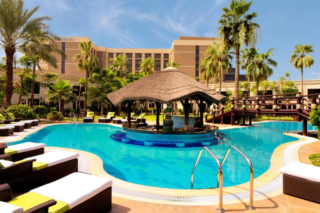 The swimming pool at or close to Le Méridien Dubai Hotel & Conference Centre