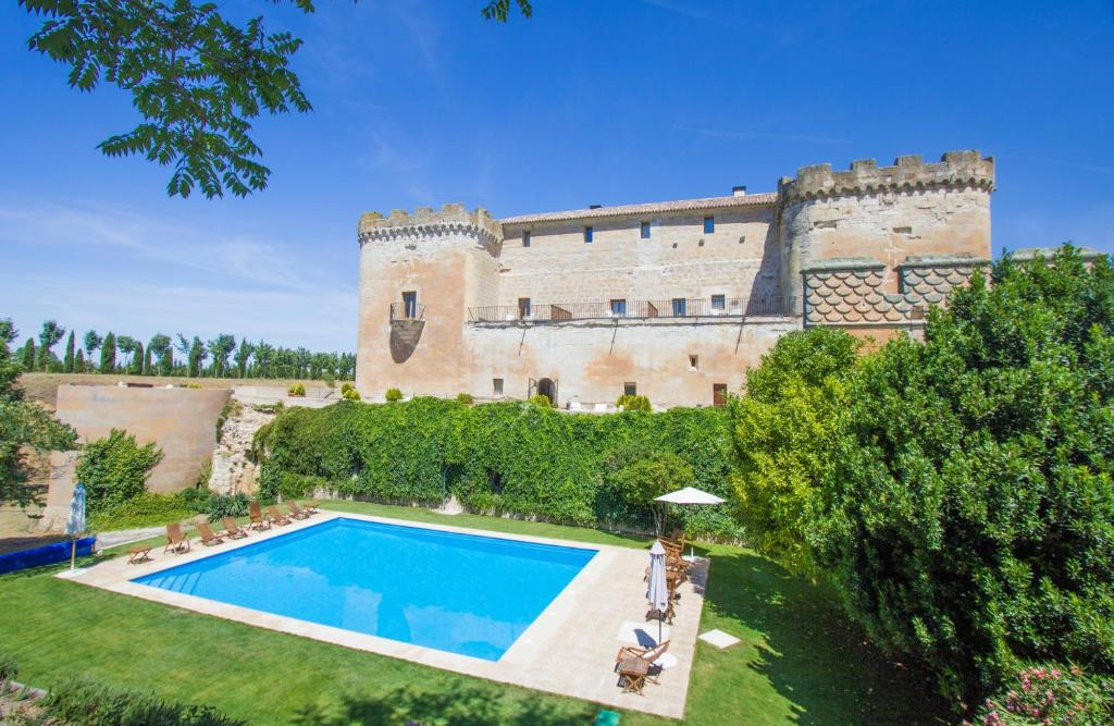 Piscina en o cerca de Posada Real Castillo del Buen Amor