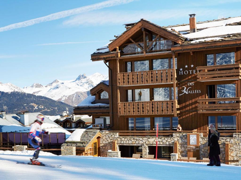 L'établissement Hôtel des Trois Vallées en hiver