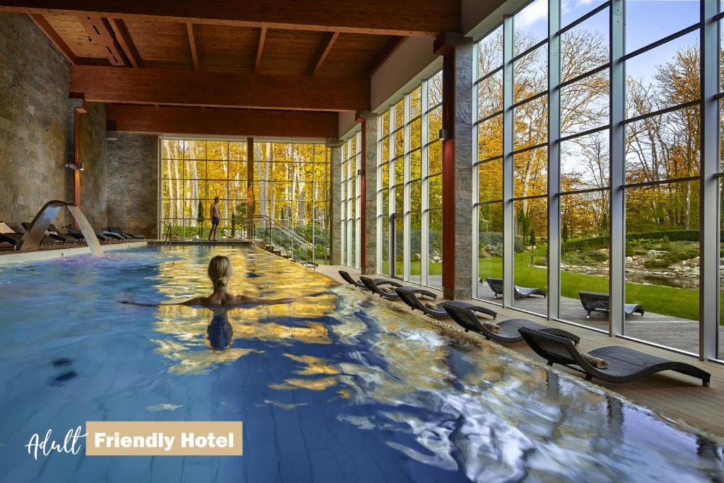 Bazén v ubytovaní Hotel Zochova Chata - Adult friendly alebo v jeho blízkosti