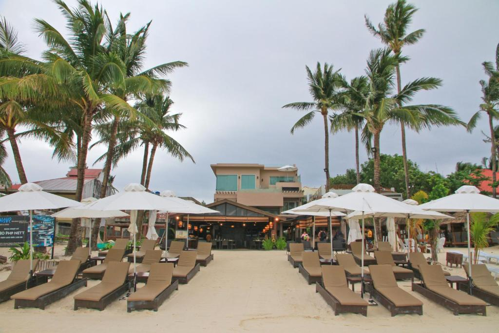 A view of the pool at Two Seasons Boracay Resort or nearby