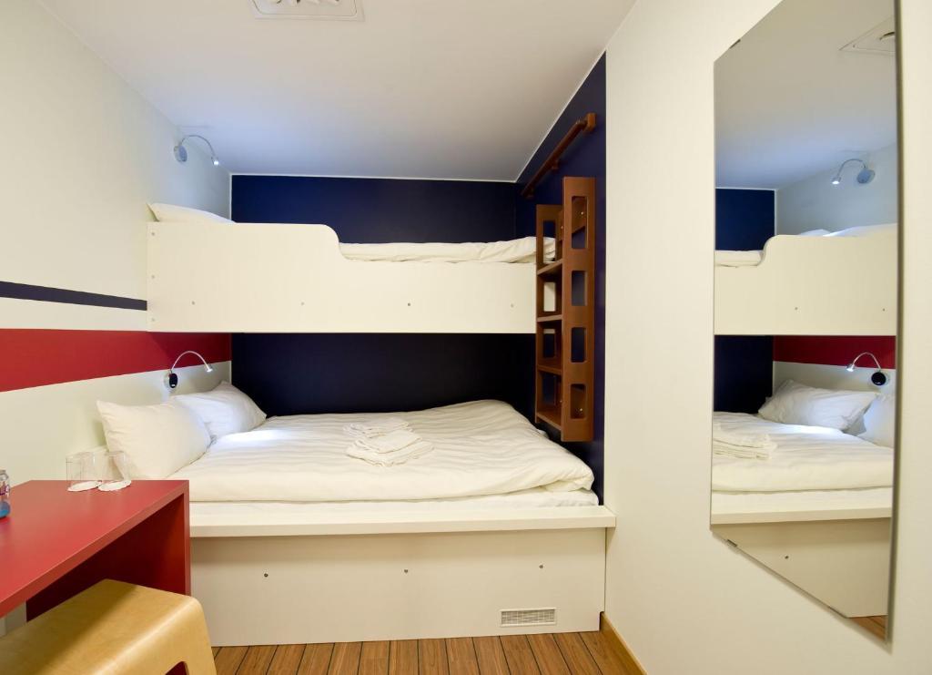 Een stapelbed of stapelbedden in een kamer bij Hotel Micro