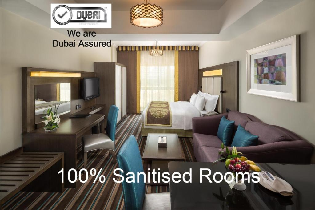Uma área de estar em Savoy Central Hotel Apartments