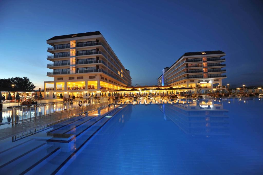 Het zwembad bij of vlak bij Eftalia Aqua Resort