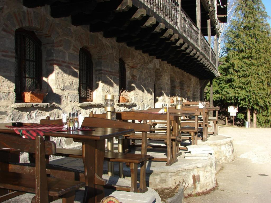 A restaurant or other place to eat at Hotel Tzarev Vrah
