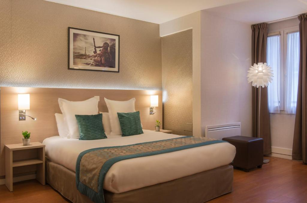 A bed or beds in a room at Classics Hotel Bastille