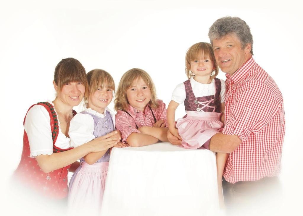 A family staying at Hotel Wallgauer Hof