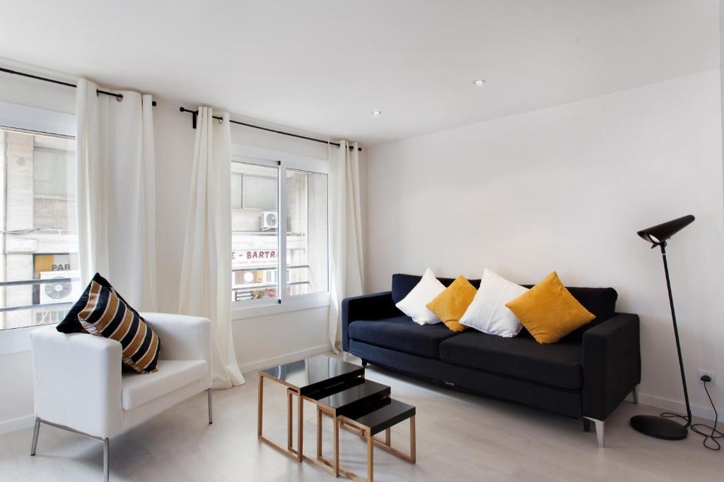 Ein Sitzbereich in der Unterkunft Barcelonaforrent Urban Town Suites