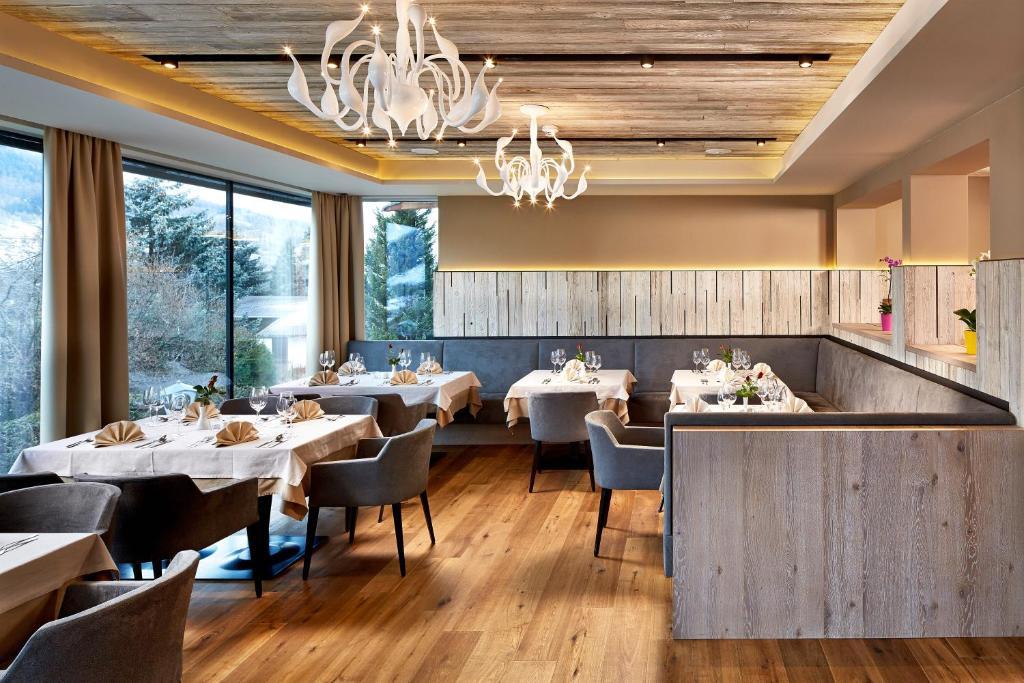 Ein Restaurant oder anderes Speiselokal in der Unterkunft Hotel Bergkranz