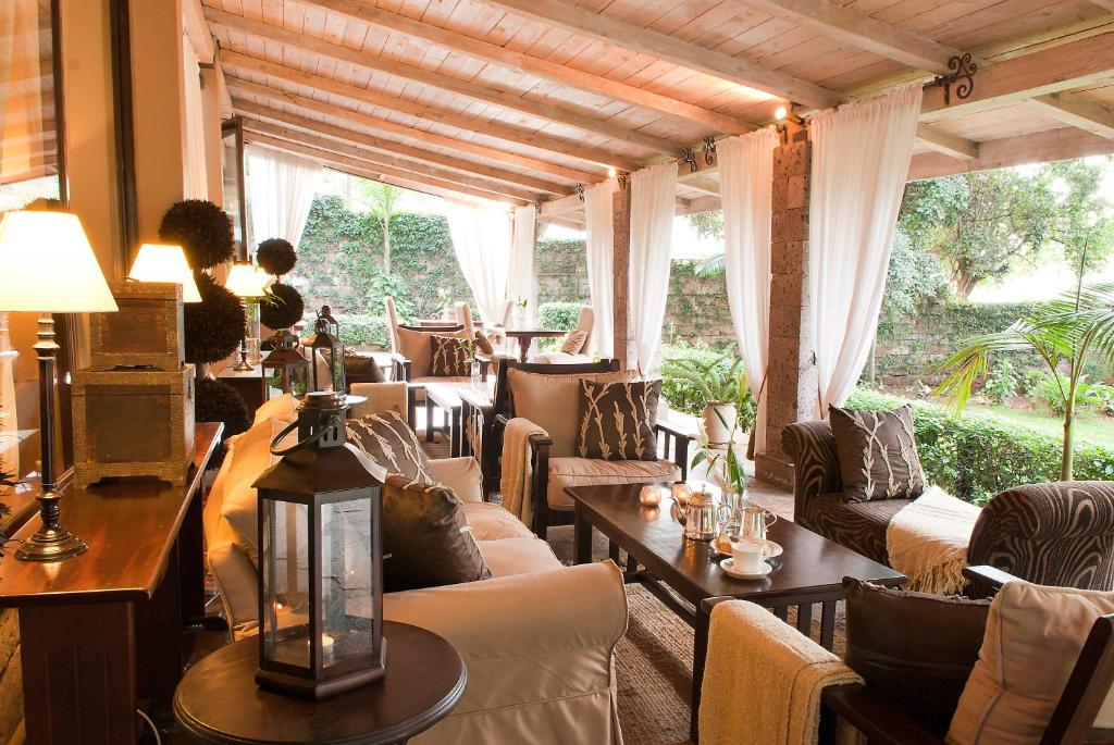 A restaurant or other place to eat at Palacina The Residence & The Suites