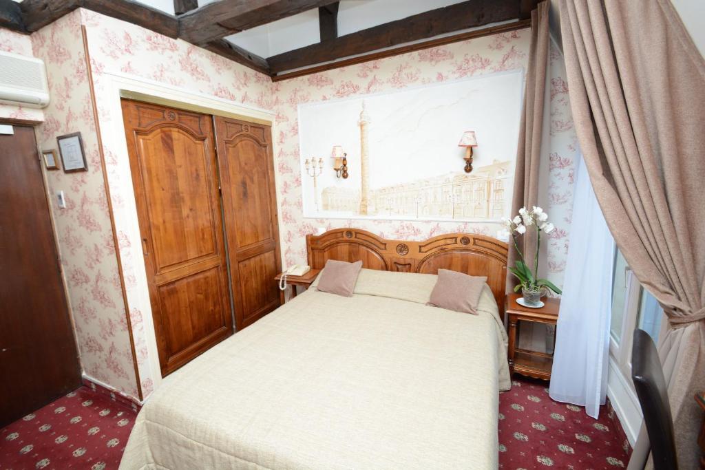 Ein Bett oder Betten in einem Zimmer der Unterkunft Familia Hotel