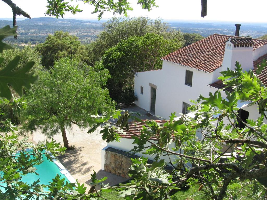 A view of the pool at Casa da Vigia or nearby