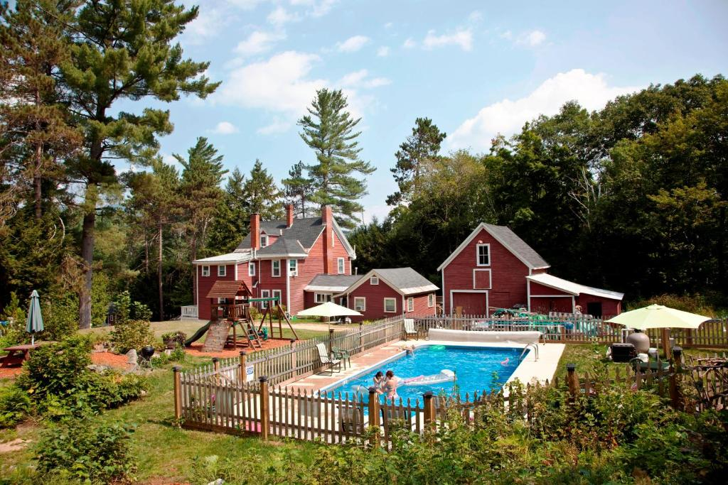 A view of the pool at Bartlett Inn or nearby