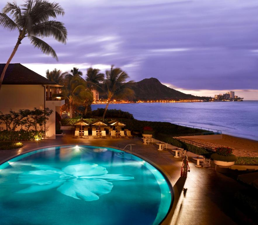 The swimming pool at or near Halekulani