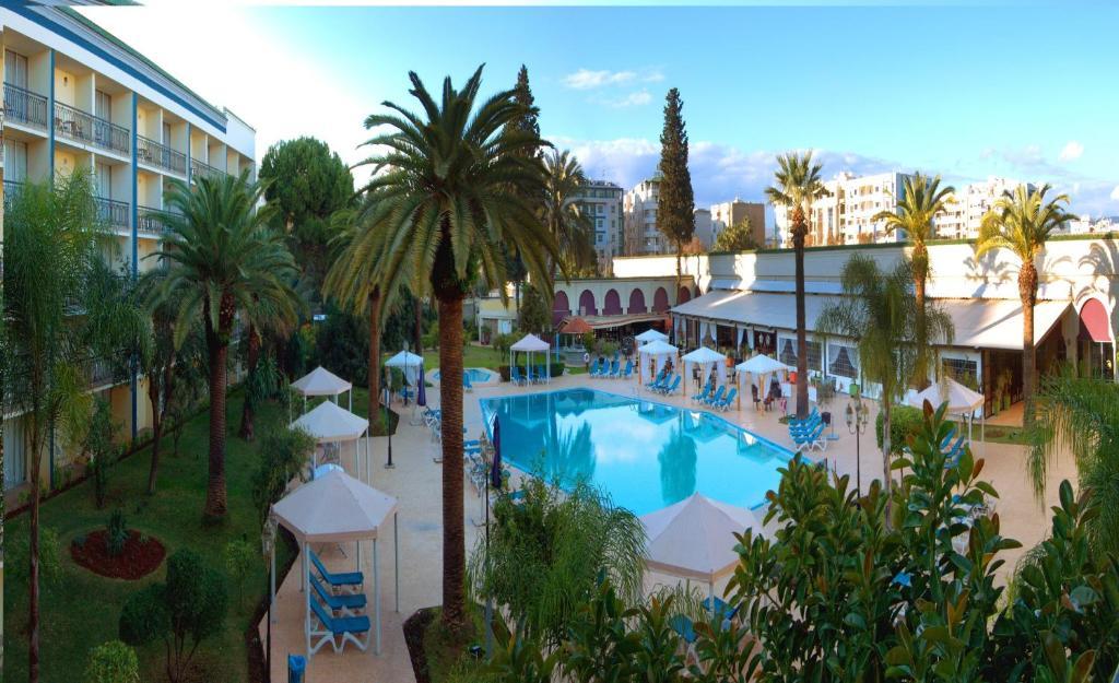 Изглед към басейн в Royal Mirage Fes Hotel или наблизо
