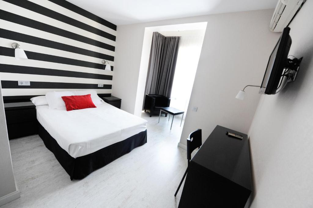 A bed or beds in a room at Hotel Domus