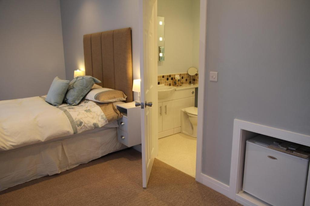 A bed or beds in a room at Wenden Guest House