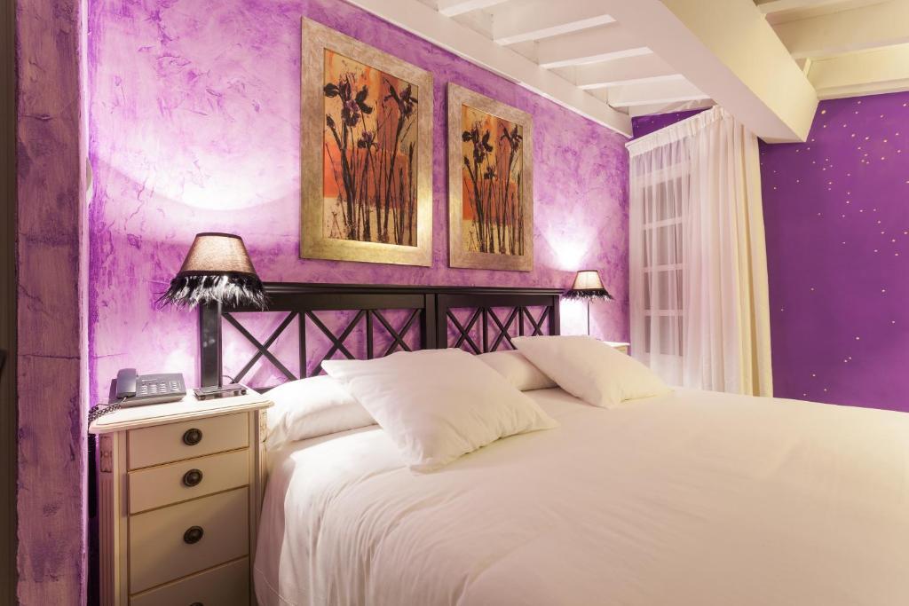 A bed or beds in a room at El Bosque de La Anjana