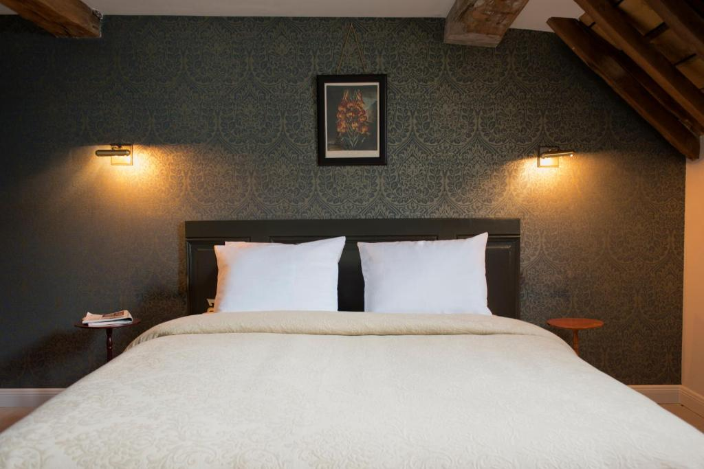A bed or beds in a room at Boutique hotel Sint Jacob