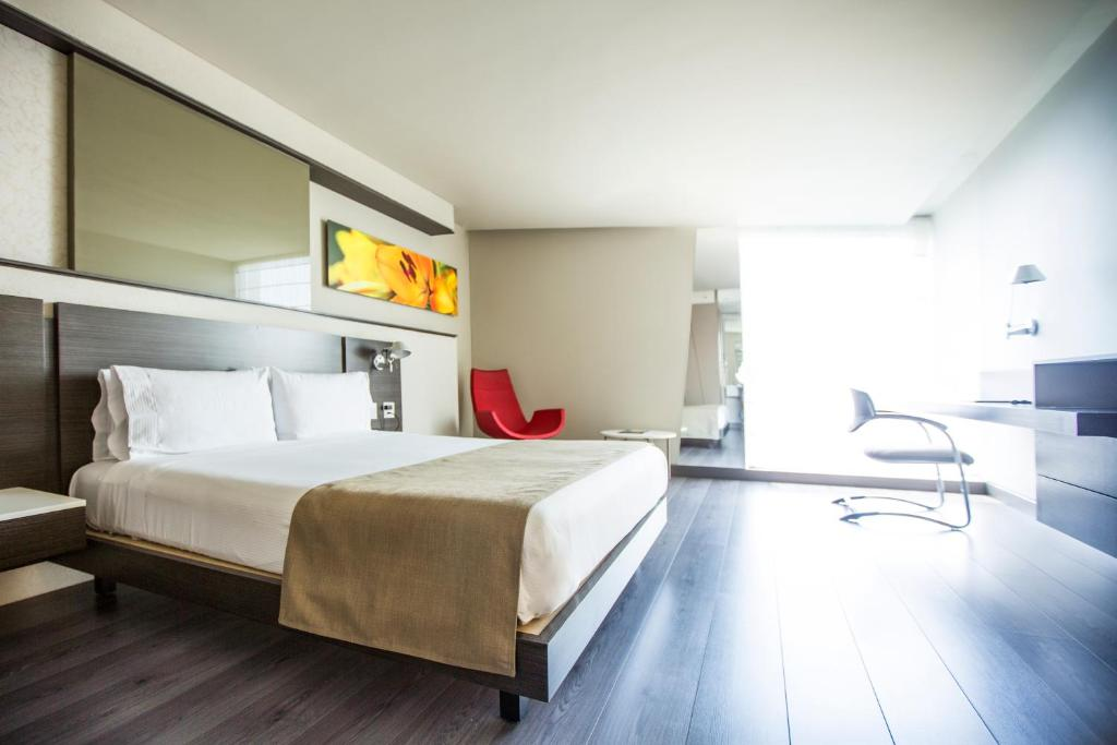 A bed or beds in a room at Inntu Hotel