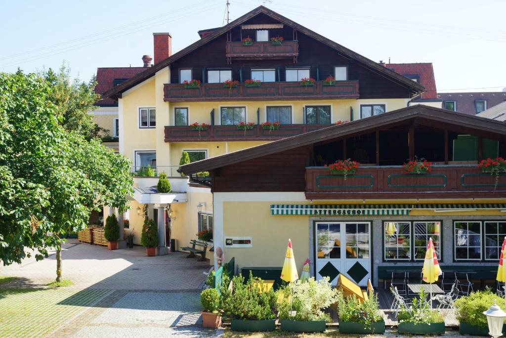 4880 Sankt Georgen im Attergau in Obersterreich - Alle Infos