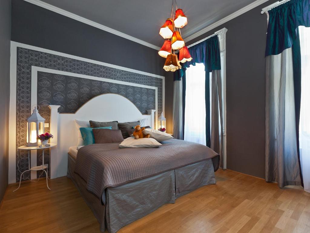 Cama ou camas em um quarto em Royal Prague City Apartments