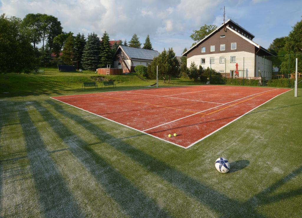 Tennis und/oder Squash in der Unterkunft Penzion Kovářská oder in der Nähe