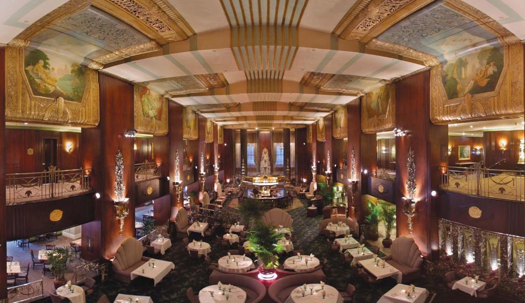 Hilton Cincinnati Netherland Plaza, OH - Booking.com