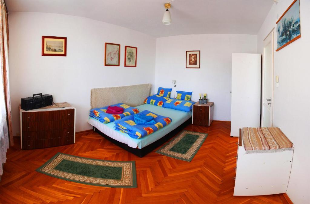 Óbuda Apartments tesisinde bir odada yatak veya yataklar
