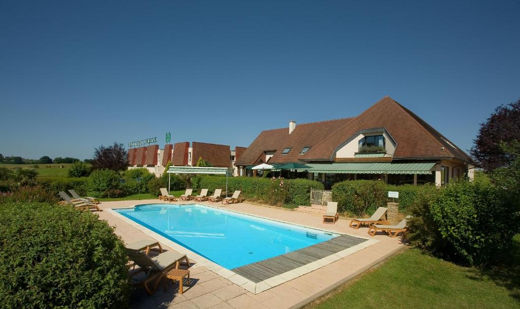 The swimming pool at or near Logis Hostellerie D'Aussois