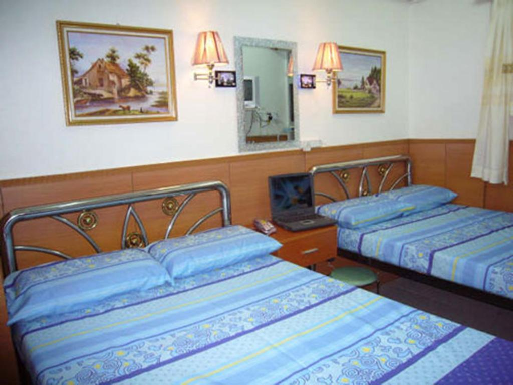 A bed or beds in a room at Guangdong Guest House