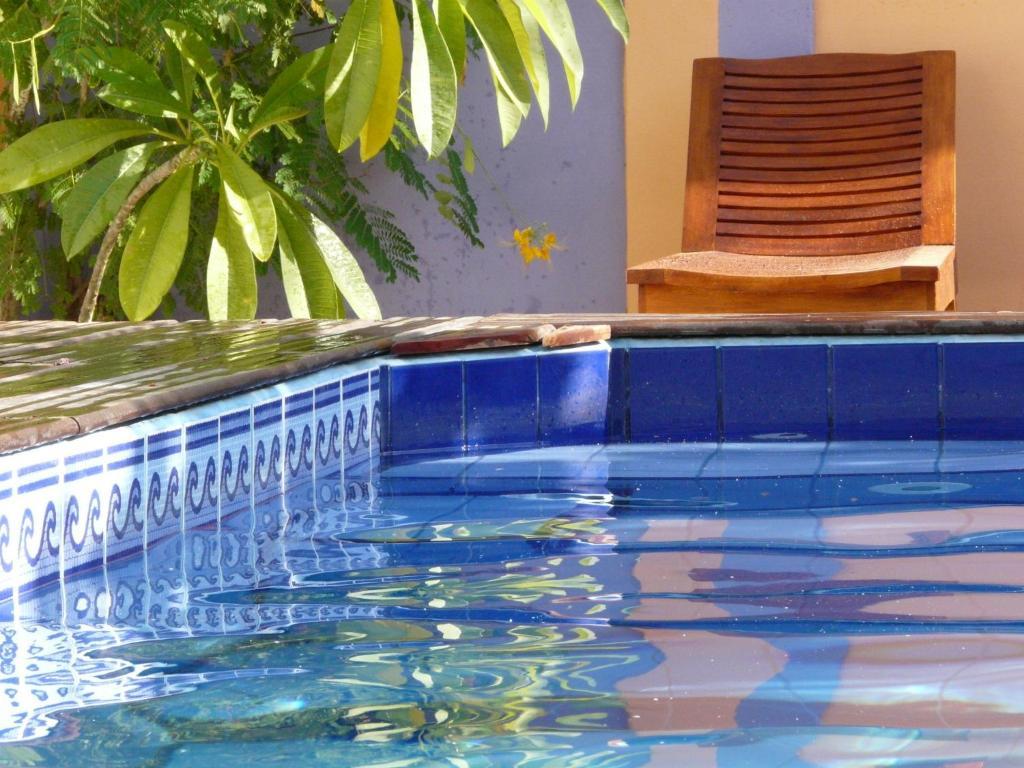 A piscina em ou perto de Pousada O Refúgio