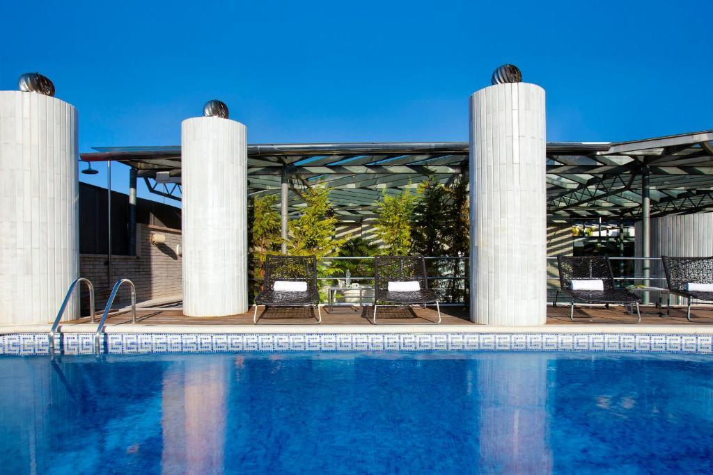 Der Swimmingpool an oder in der Nähe von Claris Hotel & Spa GL