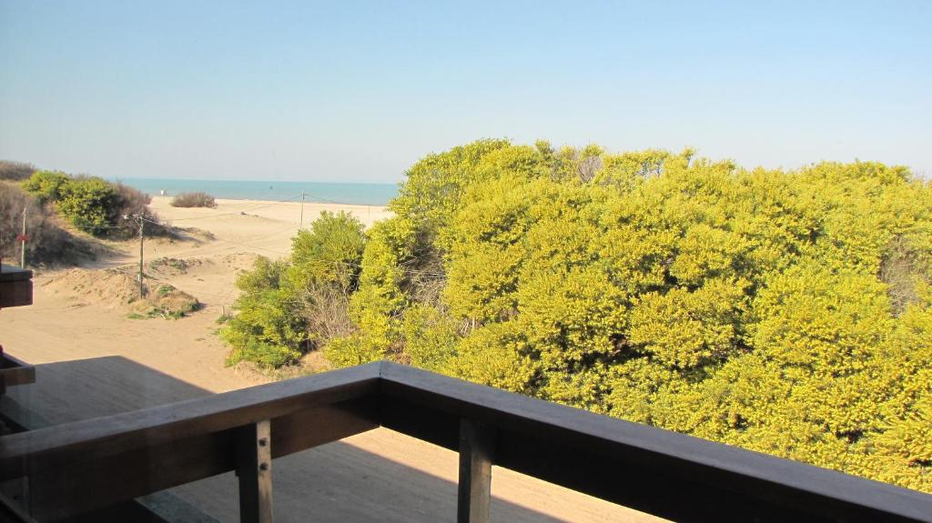 Un balcón o terraza en Departamento en Villa Gesell Norte