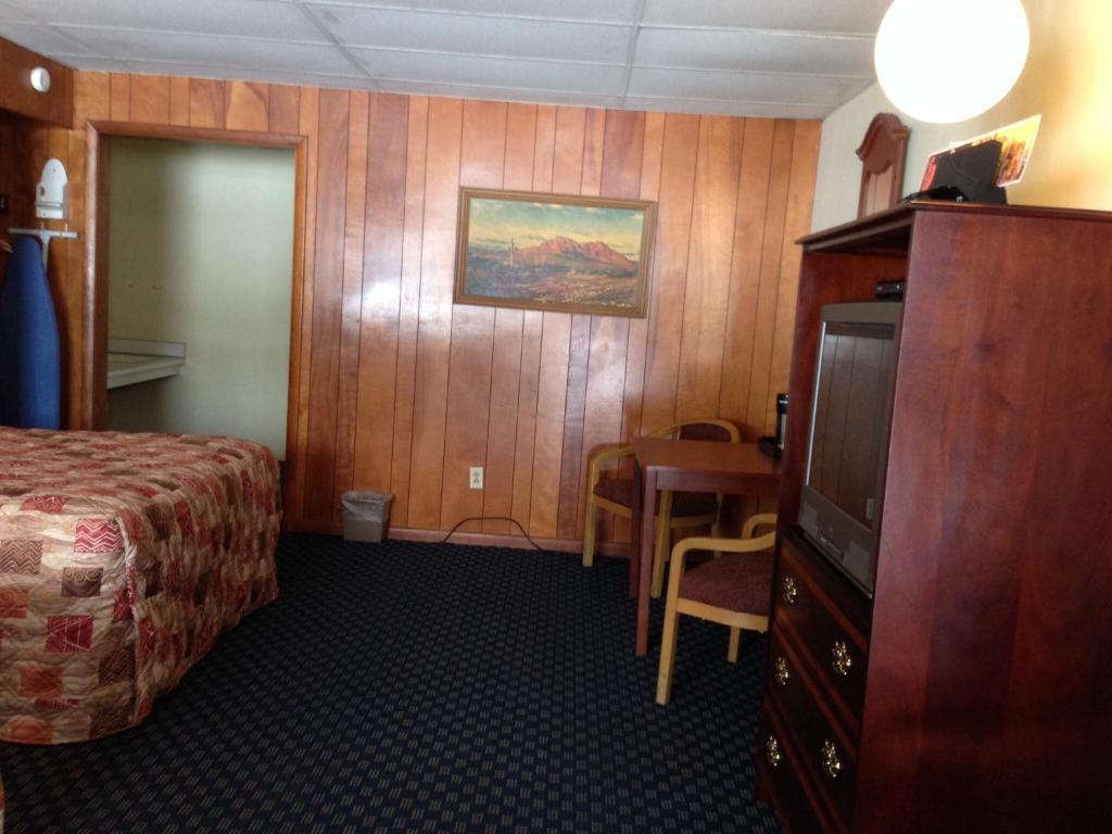 Televiisor ja/või meelelahutuskeskus majutusasutuses Buena Vista Motel