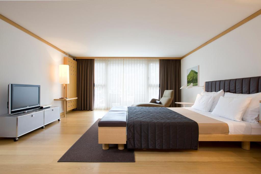 سرير أو أسرّة في غرفة في ذا أومنيا