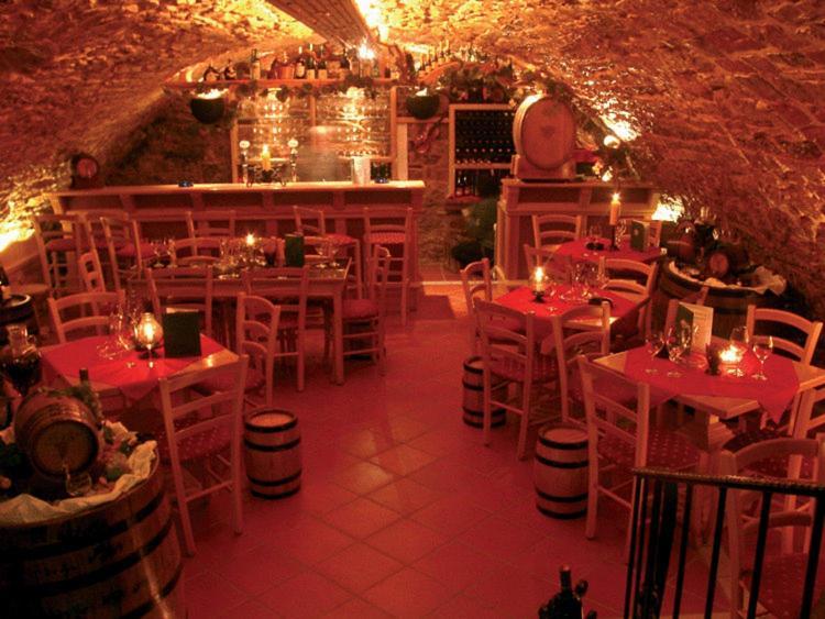 Ein Restaurant oder anderes Speiselokal in der Unterkunft Hotel Drei Könige