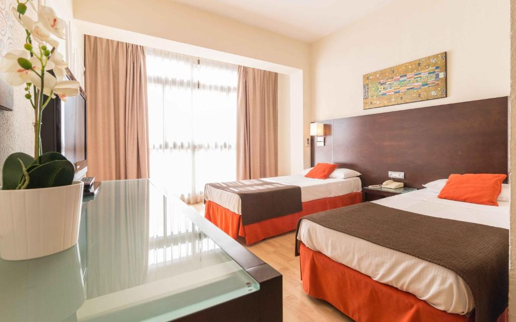 A bed or beds in a room at Hotel Adonis Pelinor
