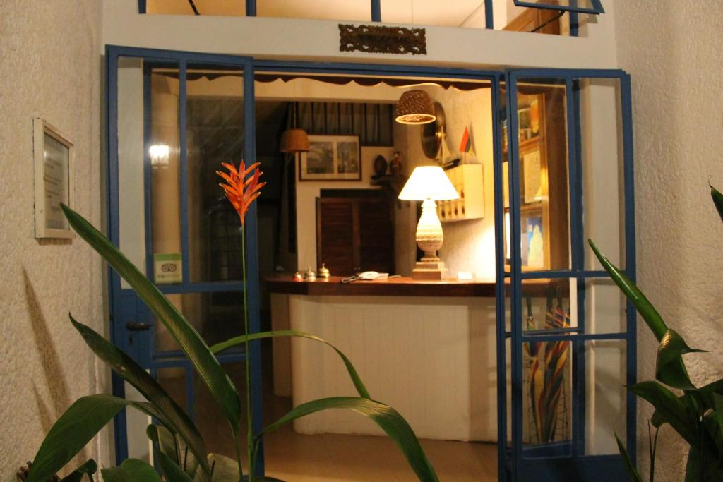 The lobby or reception area at Auberge Miko