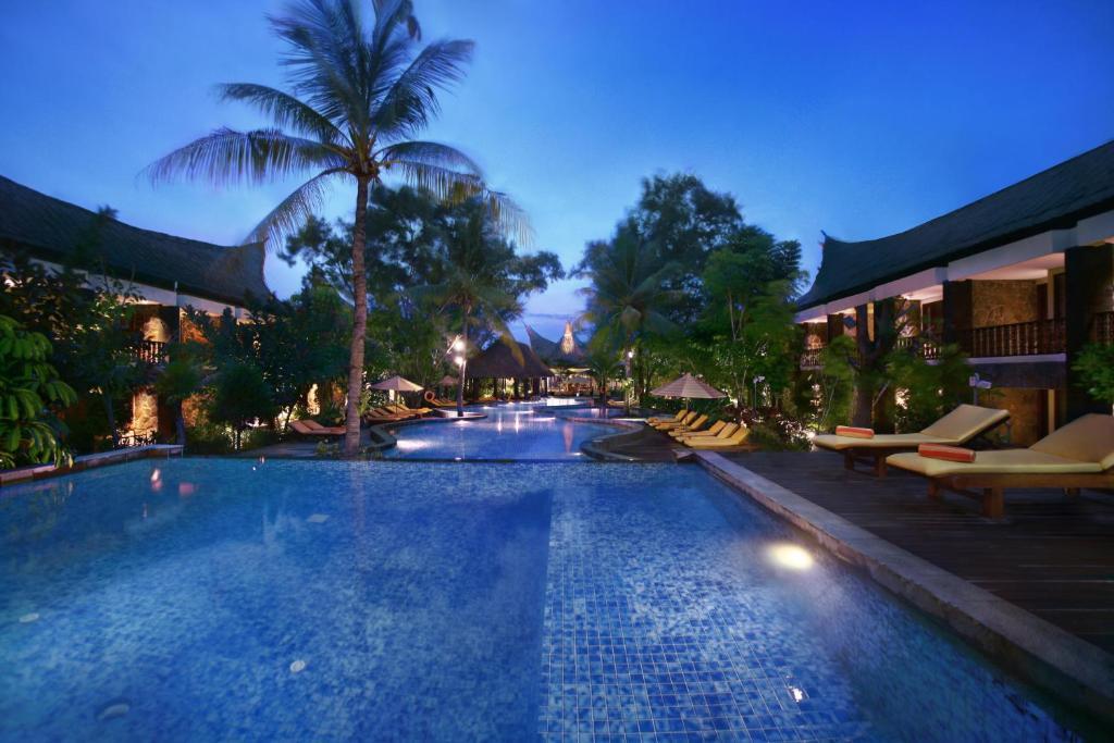 The swimming pool at or close to Aston Sunset Beach Resort - Gili Trawangan