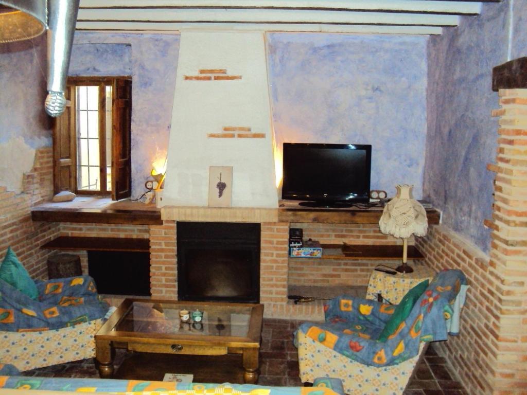 Una televisión o centro de entretenimiento en Casa Rural Rosendo
