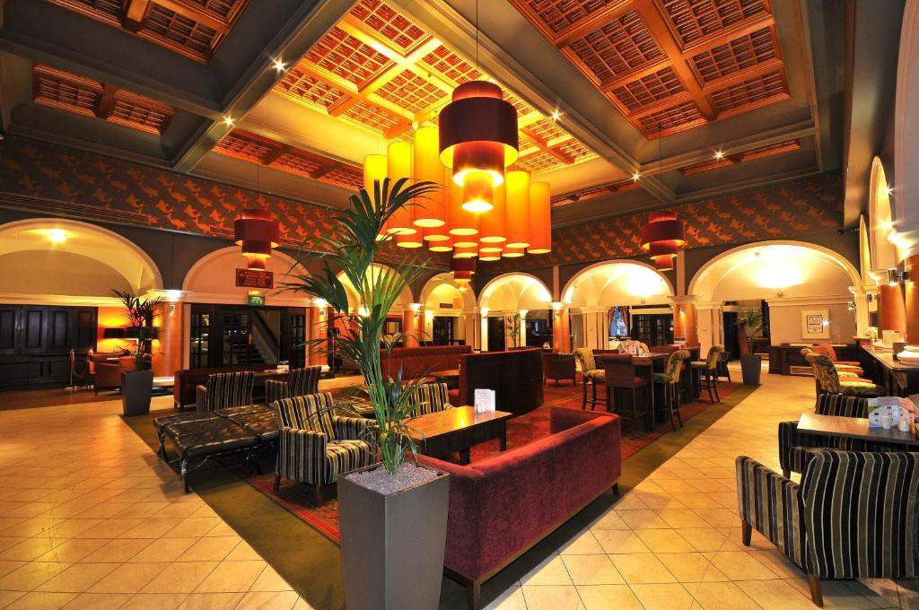 A restaurant or other place to eat at The Royal Hotel Hull