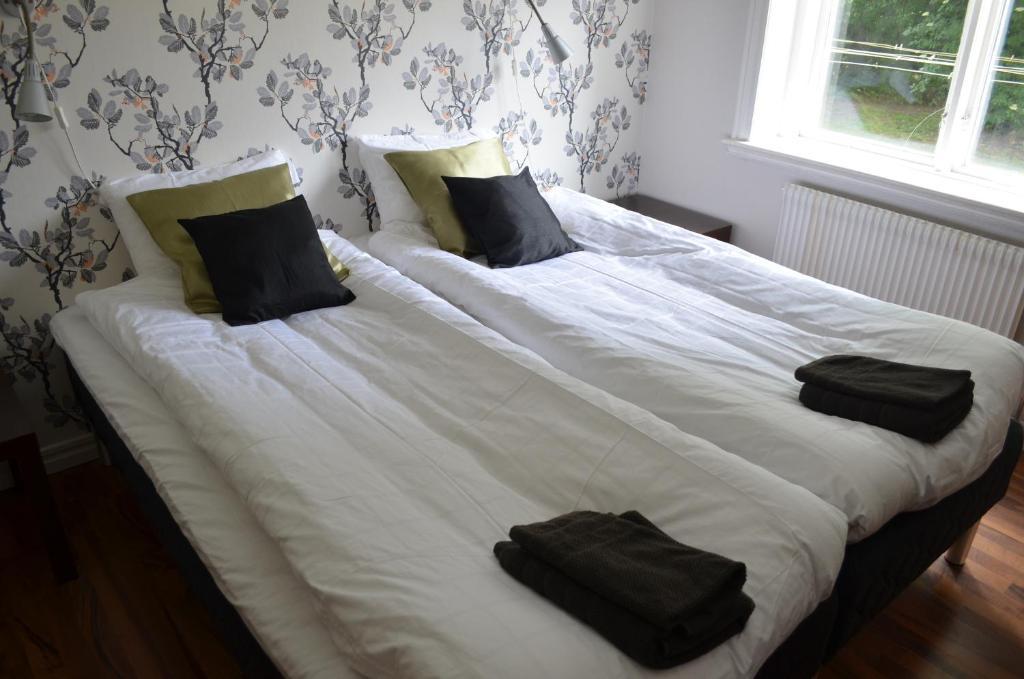 A bed or beds in a room at Lyckåhem Lågprishotell och Vandrarhem