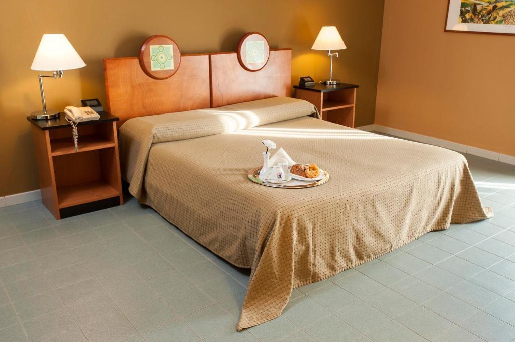Cama ou camas em um quarto em Albergo Athenaeum