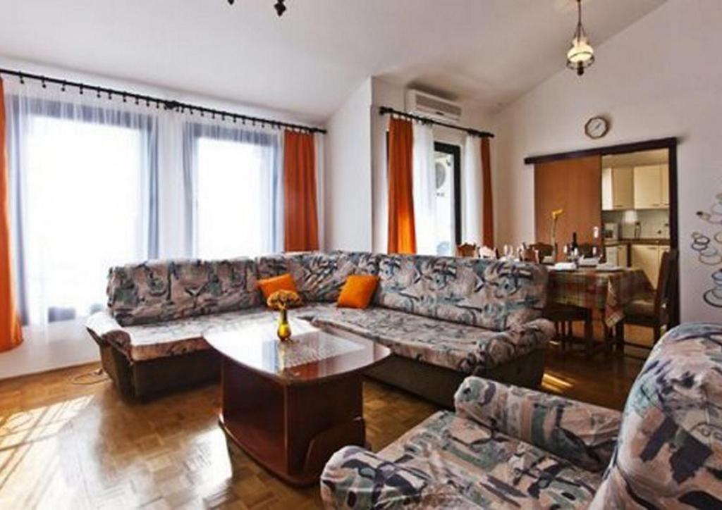 En sittgrupp på Apartment Anda