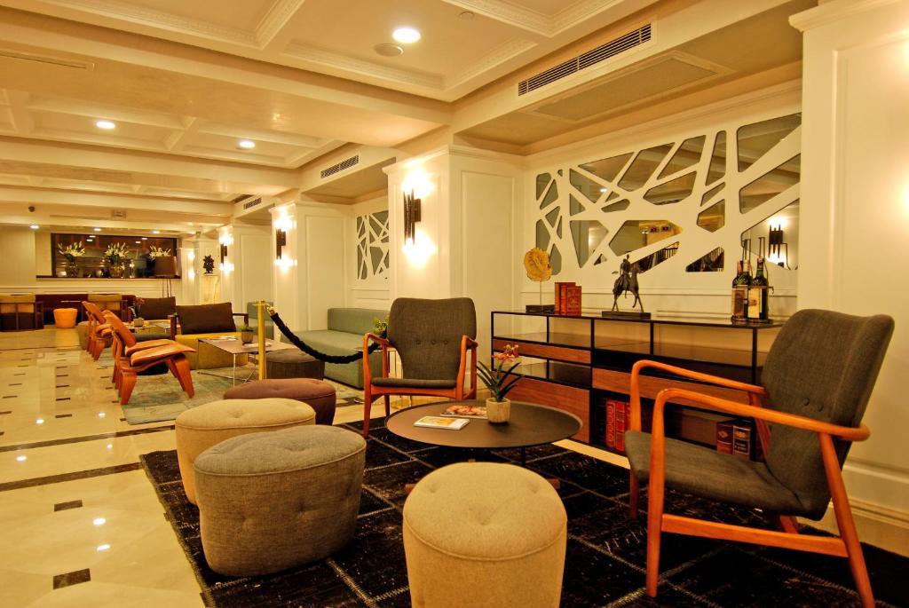 Лаундж или бар в Dosso Dossi Hotels Old City