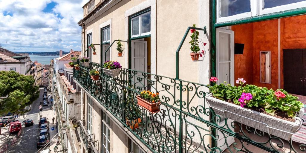 A balcony or terrace at Casinha das Flores